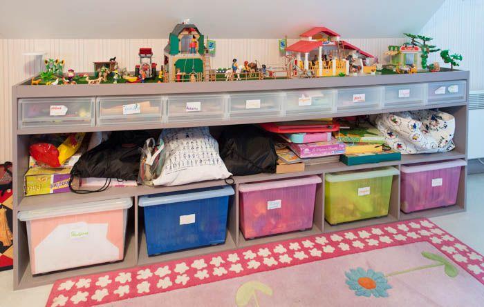 Meuble de rangement pour chambre d'enfant. Design Eric Valdenaire. Photo © Eric Valdenaire.