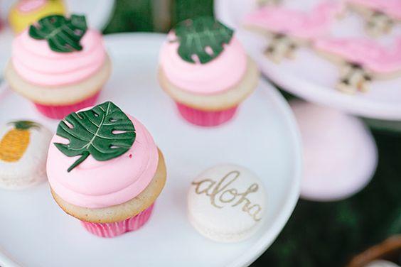 flamingo-aloha-cupcake